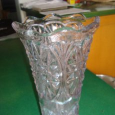 Antigüedades: ANTIGUO FLORERO DE CRISTAL TALLADO.. Lote 42645801