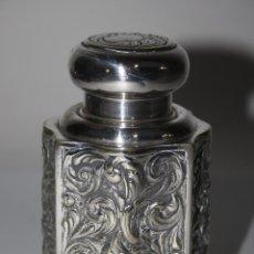 Antigüedades: ESPLÉNDIDO BOTE EN METAL PLATEADO PROFUSAMENTE CINCELADO A MANO, FIN SIGLO XIX. Lote 42648618