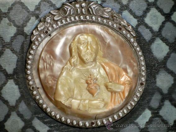 Antigüedades: ANTIGUA Y RARA CAJA RELIGIOSA. MADERA POLICROMADA. MEDALLÓN DE CELULOIDE. SAGRADO CORAZÓN - Foto 6 - 42673253
