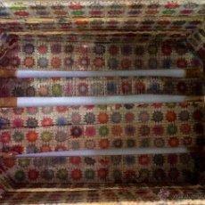 Antigüedades - antigua caja de fruta decorada con motivos de ganchillo.Unica. - 42679114