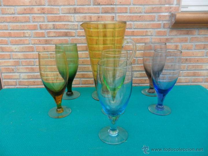 JARRA Y COPAS DE CRISTAL DE COLORES (Antigüedades - Hogar y Decoración - Copas Antiguas)