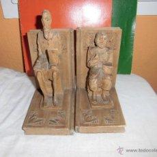 Antigüedades: SUJETA LIBROS DE MADERA QUIJOTE Y SANCHO EN LA BASE SANCHO TIENE UN PEQUEÑO PUNTO DE POLILLA. Lote 239720730