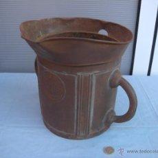 Antigüedades: ANTIGUA MEDIDA PARA LÍQUIDOS. MEDIO DECALALITRO (5 LITROS) JOSÉ CELDA, VALENCIA.. Lote 42721407