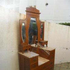 Antigüedades: TOCADOR CON INCRUSTACIONES EN MARQUETERIA Y NACAR. Lote 42725718