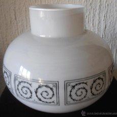 Antigüedades: TULIPA BLANCA CON DECORACION EN NEGRO. Lote 42746608
