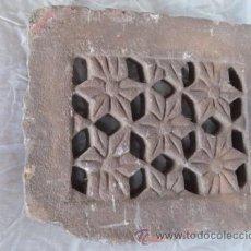 Antigüedades: PIEDRA TALLADA CON DIBUJO DE FLORES, DE ORIGEN ORIENTAL.. Lote 42759639