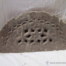 Antigüedades: PIEDRA TALLADA CON DIBUJOS GEOMÉTRICOS Y DE FLOR DE FORMA OVALADA, DE ORIGEN ORIENTAL. . Lote 42759702