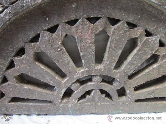 Antigüedades: Preciosa piedra tallada con dibujos geométricos de forma ovalada, de origen oriental. - Foto 2 - 42759776