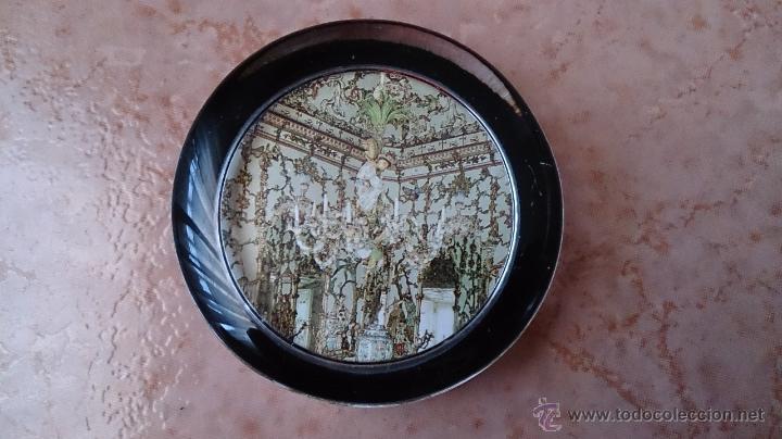 ELEGANTE PISAPAPELES ( REALES SITIOS DE ESPAÑA ), EN CRISTAL CON BASE TERCIOPELO NEGRO . (Antigüedades - Cristal y Vidrio - Otros)