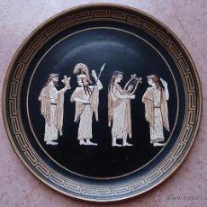 Antigüedades: ANTIGUO PLATO EN TERRACOTA HECHO Y PINTADO A MANO EN GRECIA CON MOTIVOS GRIEGOS EN RELIEVE .. Lote 42792625