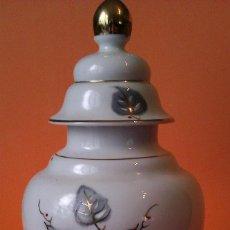 Antigüedades: PRECIOSO JARRON DE PORCELANA PINTADO A MANO EN ORO DE LEY JARRON CON . Lote 42797339