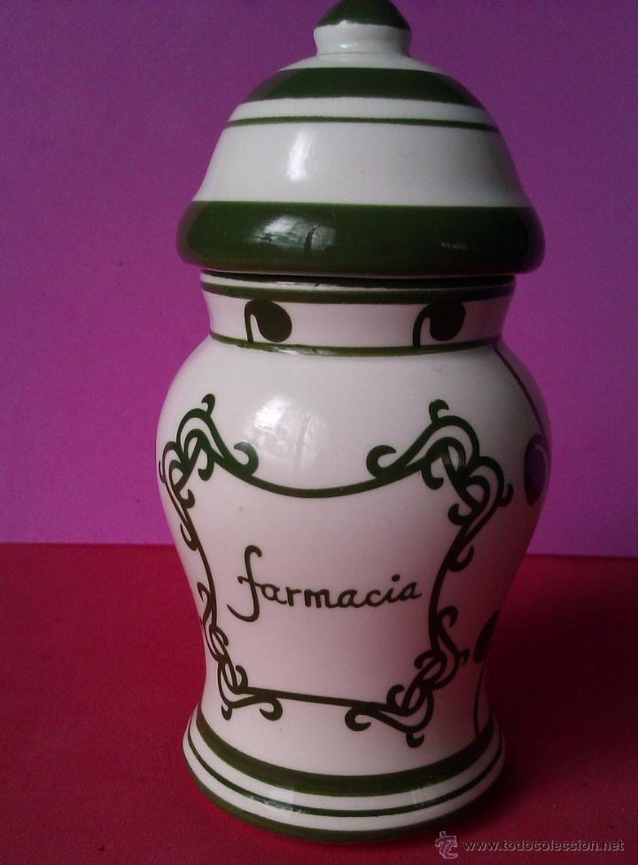 ANTIGUO BOTE O JARRON CON TAPA CERAMICA DE FARMACIA PINTADO A MANO (Antigüedades - Porcelanas y Cerámicas - Otras)