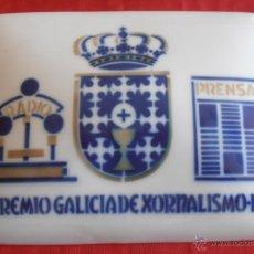 Antigüedades: IIº PREMIO GALICIA DE XORNALISMO- 1986, PLACA SARGADELOS. Lote 42803368