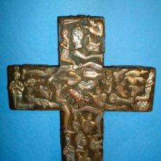Antigüedades: RELIQUIA CRUZ CON EXVOTOS AÑOS 1900 RELICARIO AMULETO PROTECTOR. Lote 42804115