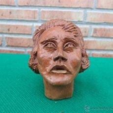 Antigüedades: ESCULTURA DE CABEZA EN BARRO FIRMADA AÑO 53. Lote 42806441