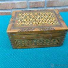 Antiquitäten - pequeña caja de madera con marqueteria y nacar - 42807635