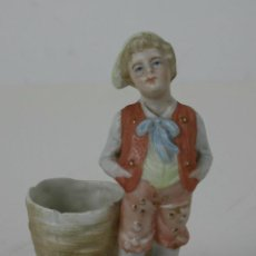 Antigüedades: FIGURA EN BISCUIT REPRESENTANDO NIÑO CON CESTA. FIN. S.XIX. . Lote 42828309