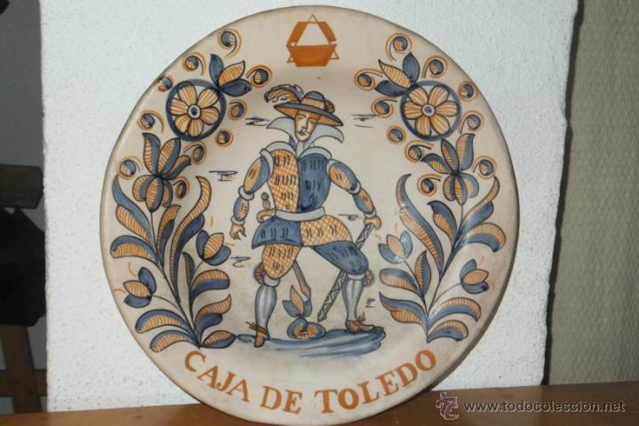 PLATO TALAVERA SOLDADO FLANDES SIGUIENDO MODELO SERIE TRICOLOR S.XVII PUBLICIDAD CAJA AHORROS TOLEDO (Antigüedades - Porcelanas y Cerámicas - Talavera)