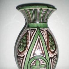Antigüedades: FLORERO ANTIGUO DE BARRO COCIDO VIDRIADO CERÁMICA DE TERUEL FIRMADA POR PUNTER. Lote 42840784
