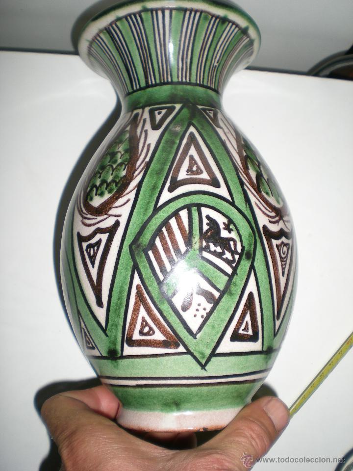 Antigüedades: FLORERO ANTIGUO DE BARRO COCIDO VIDRIADO cerámica de teruel firmada por punter - Foto 6 - 42840784