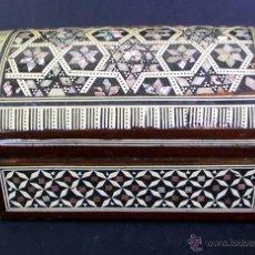 Antigüedades: COFRE TARACEA INCRUSTACIONES NACAR - MARRUECOS. Lote 42842464