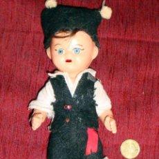 Muñeca española clasica: MUÑECO TRAJE REGIONAL GALLEGO AÑOS 50-60 DE PLÁSTICO. Lote 42888990