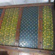 Antigüedades: BAÚL DE MADERA RECUBIERTO DE LATA ( PARA RESTAURAR ). Lote 42897536