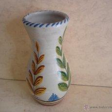 Antigüedades: BONITO FLORERO - FIRMADO EN LA BASE - 25 CM. DE ALTURA. Lote 42906242