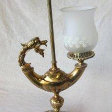 Antigüedades: LAMPARA DE SOBREMESA EN METAL DORADO. Lote 42917664