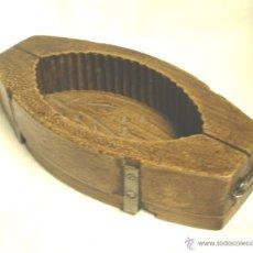 Antigüedades: MOLDE DE MANTEQUILLA O QUESO, MADERA DE ROBLE. MED. 26 X 13 X 6 CM. Lote 42933030