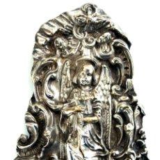 Antigüedades: RELIEVE EN PLACA FRANCESA PROTECTORA DE CUNA - METAL PLATEADO - S. XVIII. Lote 42959036