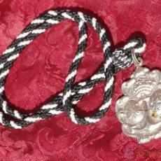 Antigüedades: MEDALLA CON CORDON SEMANA SANTA - HDAD VIRGEN DE L0S DOLORES -LA RODA-SEVILLA. Lote 42960959