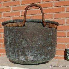 Antigüedades: ANTIGUO GRAN CALDERO DE COBRE CON ASAS DE DE HIERRO. PUCHERO. OLLA. MATANZA.. Lote 42962549