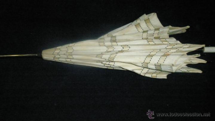 Antigüedades: Antigua sombrilla infantil, mango de pasta, deteriorada, Primer tercio XX, largo 62 cm. varillas 30 - Foto 3 - 76034211