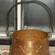 Antigüedades: OLLA CALDERO DE COBRE CON DECORACION,VINTAGE.. Lote 43008547