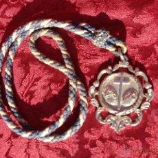 Antigüedades: MEDALLA CON CORDON SEMANA SANTA-HDAD DEL STMO CRISTO DE LOS REMEDIOS MONTELLANO-SEVILLA. Lote 43014138