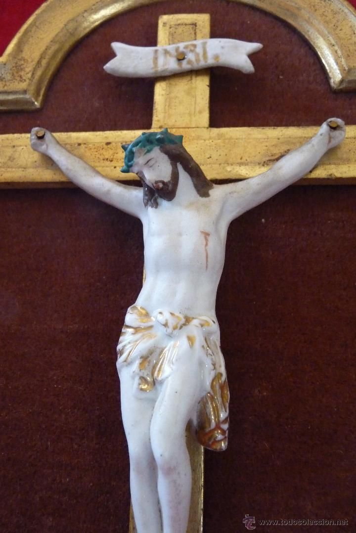 ELEGANTE CRUCIFICADO EN BISCUIT, MEDIADOS SIGLO XIX (Antigüedades - Religiosas - Crucifijos Antiguos)
