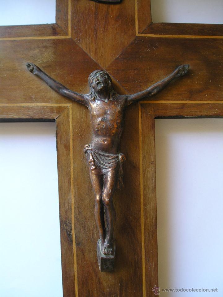 Antigüedades: CRUCIFIJO MADERA INRI - CRUZ mide 25 x 41 centímetros & SANTO CRISTO color bronce 12 x 14´50 cms - Foto 2 - 43073555