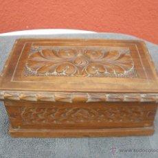 Antigüedades: CAJA DE MADERA TALLADA A MANO. Lote 43077356