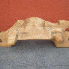 Antigüedades: MEDIO YUGO DE MADERA TALLADO. PREPARADO PARA COLGAR EN LA PARED.. Lote 43083159