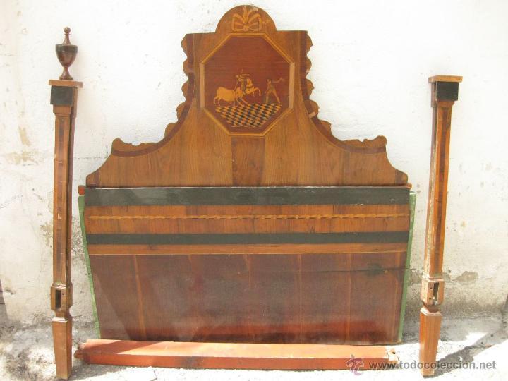 CABECERO ANTIGUO DE CAMA CON MARQUETERIA Y ESCENA TAURINA (Antigüedades - Muebles Antiguos - Camas Antiguas)