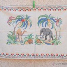 Antigüedades: BORDADO EN PUNTO DE CRUZ CON ANIMALES.. Lote 43154380