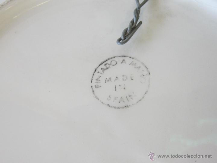 Antigüedades: PLATO DE COLGAR PINTADO A MANO - Foto 3 - 43165630