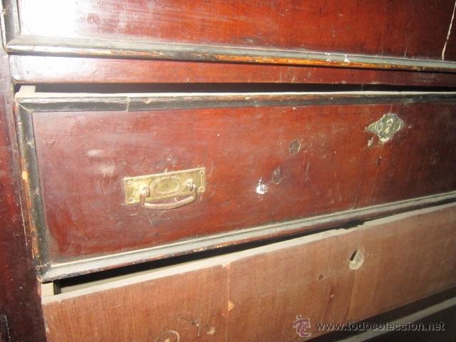 Antigüedades: Comoda isabelina chapada en caoba para restaurar. - Foto 3 - 27142022