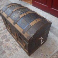 Antigüedades: BAUL ANTIGUO, CHAPA Y MADERA LO QUE SE VE. MIDE 70 X 47 X37.. Lote 43223938
