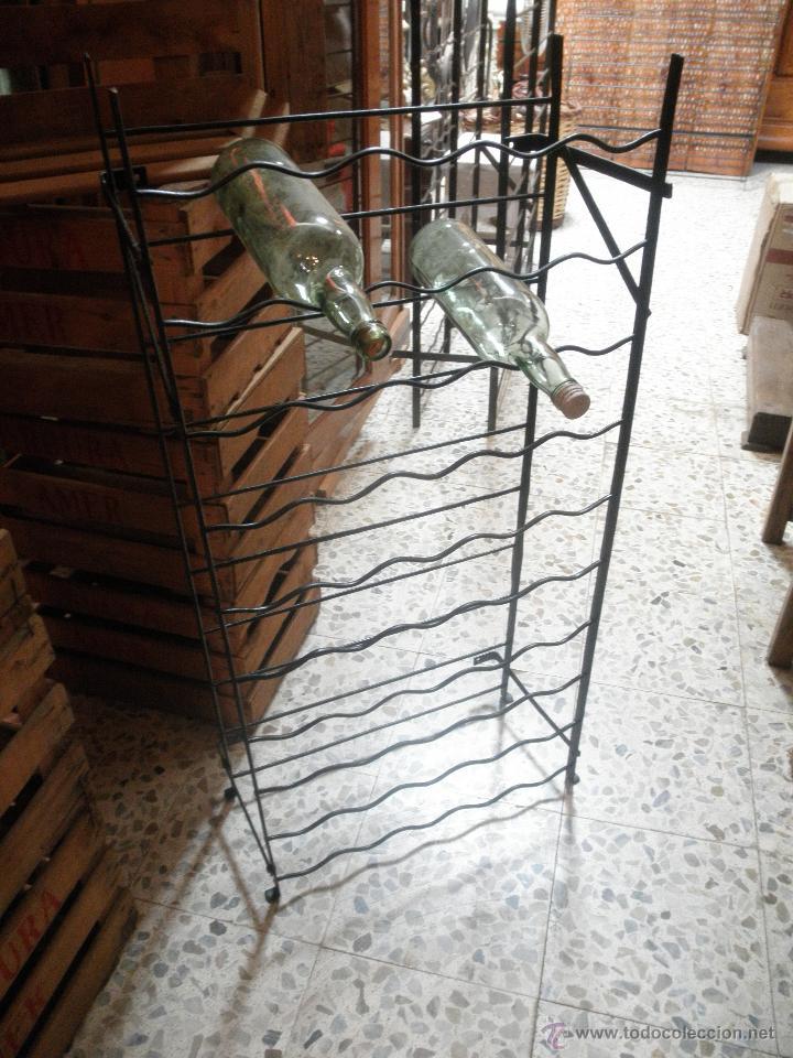 ÁNTIGUO BOTELLERO HIERRO PARA 50 BOTELLAS (Antigüedades - Muebles Antiguos - Auxiliares Antiguos)