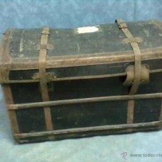 Antigüedades: GRAN BAUL TAPA CURVA DE MIMBRE ENTELADO IÑARRA JÑARRA. Lote 43261230