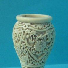 Antigüedades: PORTAVELAS DE PLÁSTICO IMITANDO TALLADO. ALTURA 12,5 CM. PESO 380 GRAMOS. Lote 43278512
