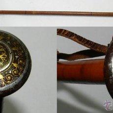 Antigüedades: ANTIGUO BASTON DE ACERO PULIDO Y EXQUISITA LABOR DE DAMASQUINADO DE EIBAR EN ORO, S. XIX, ALMA DE MA. Lote 43306555