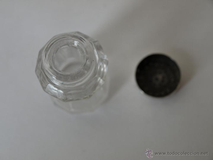 Antigüedades: PEQUEÑO SALERO DE CRISTAL Y TAPA METAL PLATEADO, BAÑADO EN PLATA. 4,5 CM ALTO X 2,5 CM . VER FOTOS. - Foto 7 - 43335028